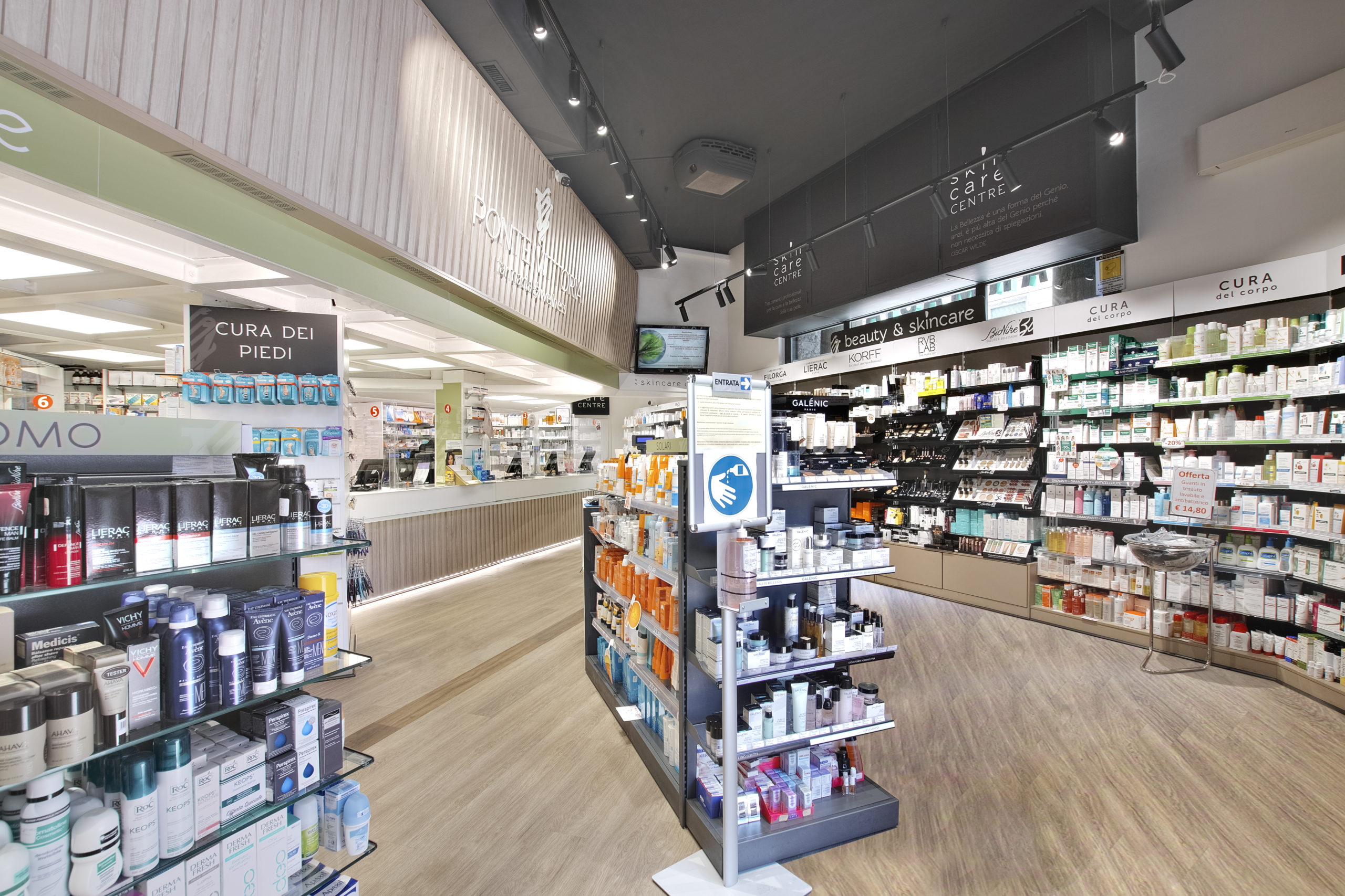 restyling farmacia riqualificazione layout farmacia mobil m (2)