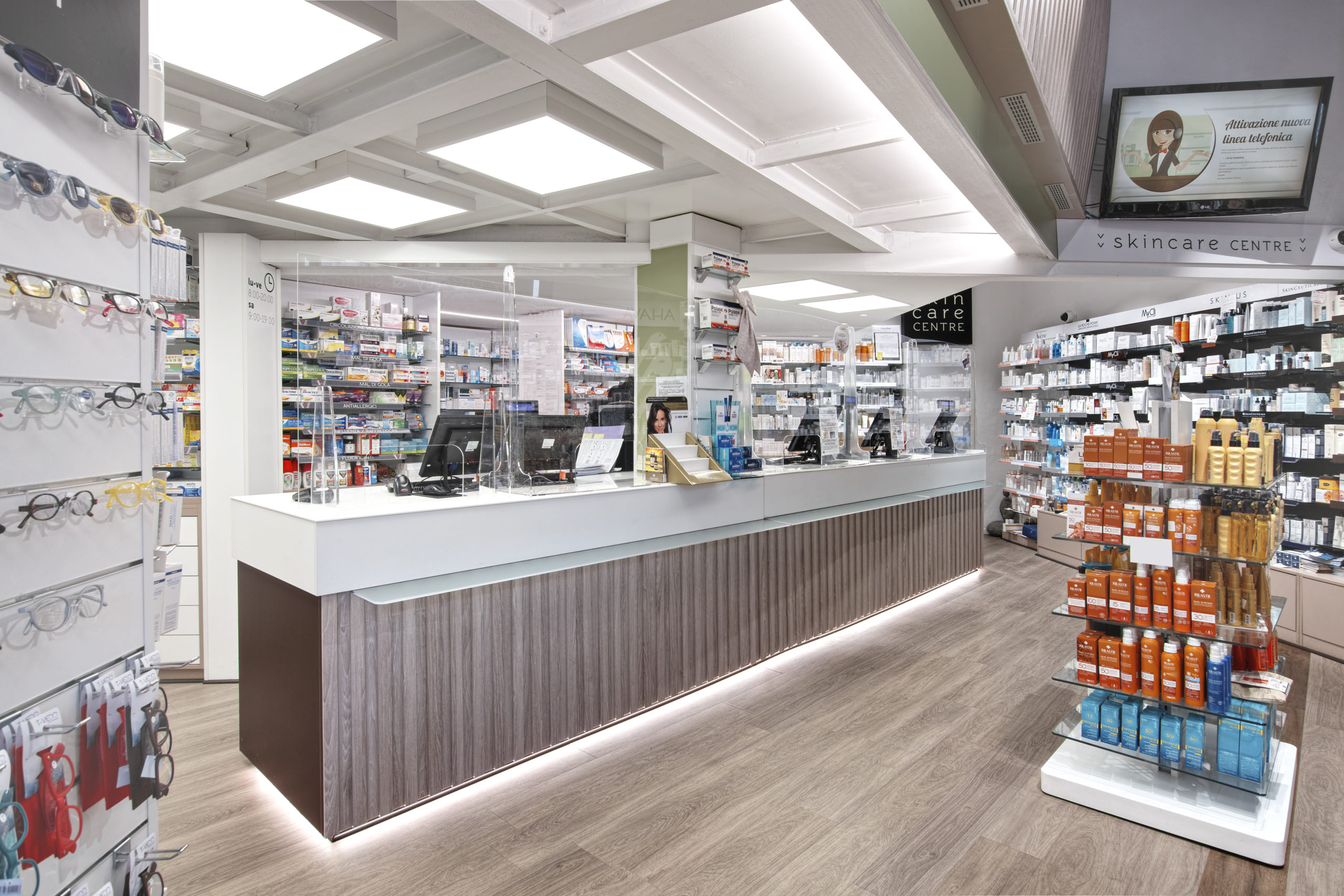 restyling farmacia riqualificazione layout farmacia mobil m (4)